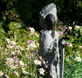 Zimsculpt among Japanese Anemones