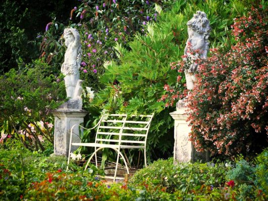 Classical Statues either side of a bench