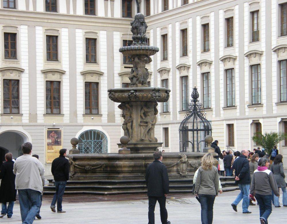 Kohl-Fountain-(2)