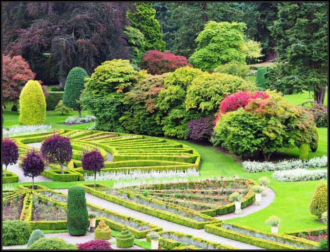 drummond-castle-garden