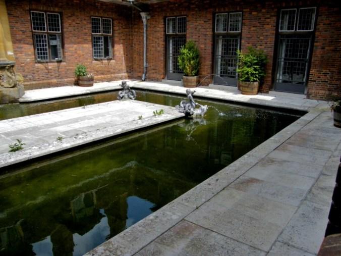 internal-courtyard-at-barrington-court